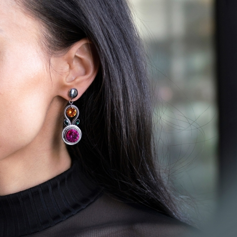 Ces boucles d'oreilles sont absolument nécessaires pour le temps des fêtes (et elles sont le cadeau parfait à offrir !)🎁 . These earrings are absolutely necessary for the holidays (and they are the perfect gift to give!)🎁      #canadianfashion #swarovskicrystal #swarovskielements #instajewel #bespokejewelry #jewelryofinstagram #jewelryshop #jewelryjunkie #igjewelry #ilovejewelry #elegantjewelry #everydayjewelry #jewelrygifts #futureheirlooms #explorequebec #canadafashion #womenfashionpower #womenfashionline #womenfashiontrends #fashiondailypost #fashionoutfits #outfitlook #vancouverfashion #yycfashion #quebecfashion #lovejewellery #lovejewelry #luxuryjewels