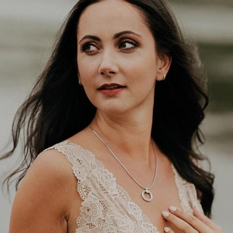 Commentez avec un ❤️ si vous aimez le collier Aria sur la resplendissante @jessica_lefebvre_.  - Comment with a ❤️ if you like the Aria necklace on the radiant @jessica_lefebvre_.  📸: @carolinefournierphotographe     #girlboss #womenentrepreneurs #entrepreneurial #businesswoman #jewelry #swarovskicrystals #fashionjewelry #swarovski #businesswomenlife #womeninspiringwomen #womensupportingwomen #femaleentrepreneur #femaleentrepreneurship #bossbabe #quebec #jewelleryinspiration #canadafashion