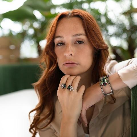 Succombez au charme irrésistible du bracelet Khéops et de la bague Jozani. 🥰💖  @melissalajoieee @lesbotanistes.ca  ____  Fall in love for the irresistible charm of the Kheops bracelet and Jozani ring. 🥰💖  @melissalajoieee @lesbotanistes.ca