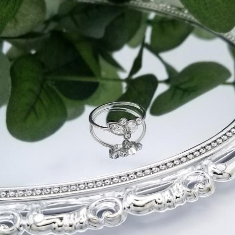La simplicité est la sophistication à son meilleur. 🌿 - Simplicity is sophistication at its best. 🌿      #swarovskicrystal #swarovskielements #instajewel #bespokejewelry #jewelryofinstagram #jewelryshop #jewelryjunkie #igjewelry #ilovejewelry #elegantjewelry #everydayjewelry #jewelrygifts #futureheirlooms #explorequebec #canadafashion #womenfashionpower #womenfashionline #womenfashiontrends #fashiondailypost #fashionoutfits #outfitlook #outfitideas4you #vancouverfashion #yycfashion #quebecfashion #lovejewellery #lovejewelry #jewelleryblog #luxuryjewels #canadianfashion