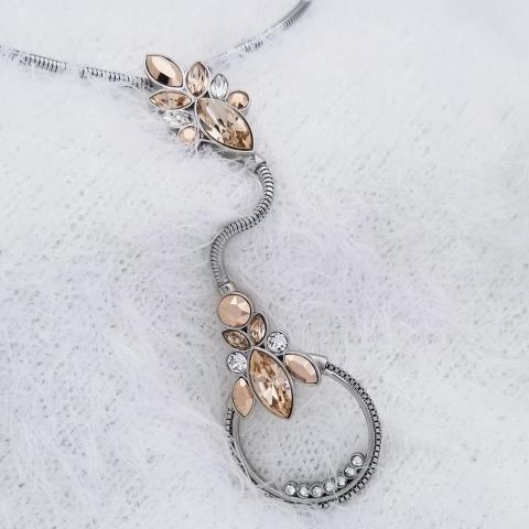 Everyone who loves the Bomonti necklace's color combination, comment with a 🔥 - Que toutes celles qui aiment cette combinaison de couleurs sur le collier Bomonti commentent avec un 🔥    #fashion #jewelry #instajewelry #madewithlove #swarovskicrystal #swarovskicrystals #swarovski #shine #ootd #fashionblogger #stainlesssteel